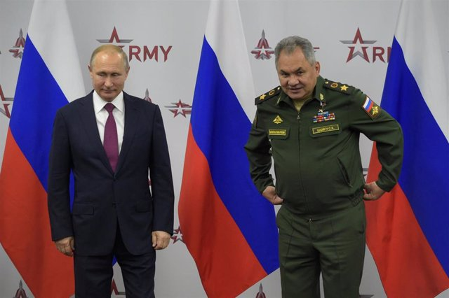 Vladimir Putin y Sergei Shoigu, ministro de Defensa