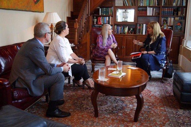 Gloria Guevara y la gobernadora de Puerto Rico