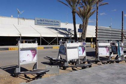 Un trabajador muerto en un ataque con misiles contra el aeropuerto de Mitiga en Trípoli