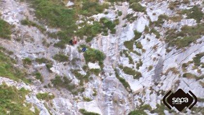Rescatados dos senderistas de Santander enriscados en Cabrales