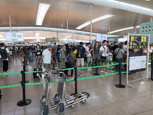 Colas en la T1 del Aeropuerto de Barcelona
