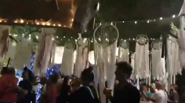 Imatge del vídeo sobre els danys als decorats de la plaça del Nord de Gràcia