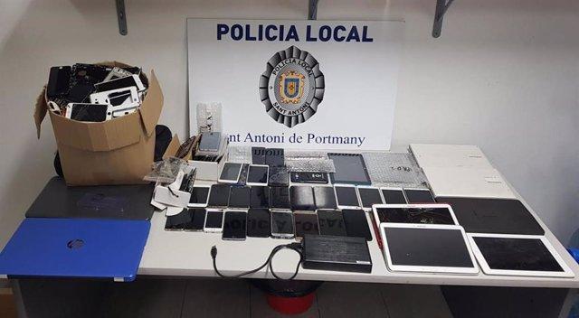 Mòbils i material confiscat a una inspecció a un locutori de Sant Antoni (Eivissa).