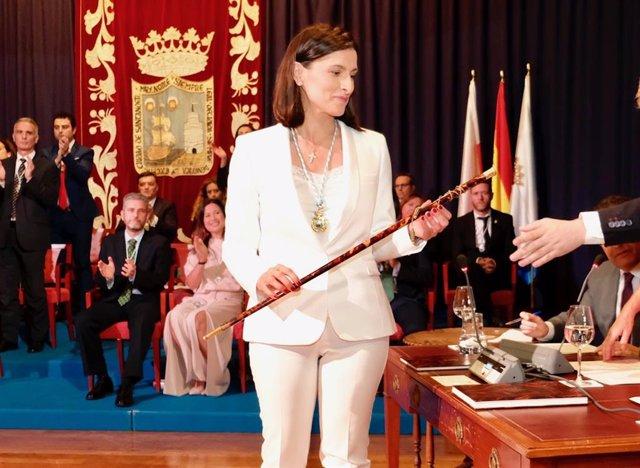 Gema Igual coge el bastón de mando tras ser elegida alcaldesa de Santander
