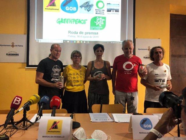 """Grups ecologistes formalitzen la denúncia per l'ús d'escòries """"perilloses"""" en les obres del traçat Llucmajor-Campos."""