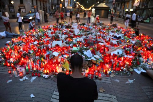Homenajes en Barcelona tras los atentados en Las Ramblas y Cambrils