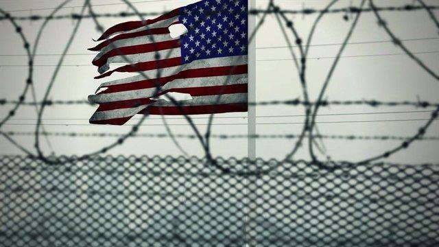Bandera de Estados Unidos en la frontera, inmigración