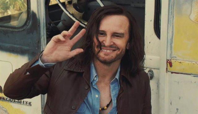 Imagen de Damon Herriman como Charles Manson en Érase una vez... En Hollywood, la nueva cinta de Quentin Tarantino