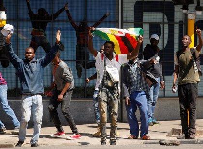 """El líder opositor en Zimbabue promete que las protestas continuarán: """"Esto es solo el principio"""""""