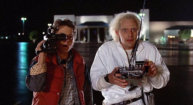 Michael J. Fox y Christopher Lloyd en Regreso al futuro