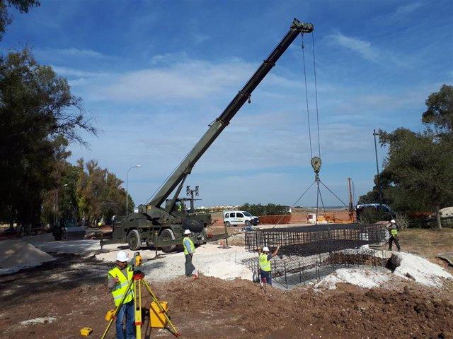 Personal del Regimiento de Pontoneros y Especialidades de Ingenieros número 12 del Ejército de Tierra, con base en Monzalbarba (Zaragoza), se han desplazado a las localidades de El Rubio (Sevilla) y Artá (Mallorca) para montar dos puentes Bailey. Se enc