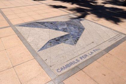 """Cambrils (Tarragona) """"siempre mantendrá vivo el recuerdo de las víctimas"""" de los atentados"""