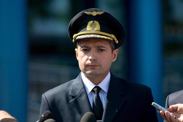 Damir Yusupov, piloto del avión que realizó un aterrizaje de emergencia poco después de despegar de Moscú