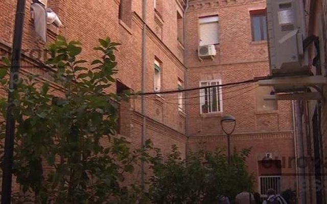 Foto del edificio en el que vivía la mujer asesinada en Tetuán