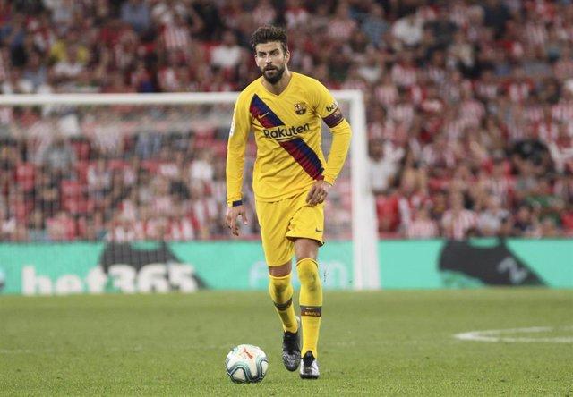 Piqué en San Mamés con el Barça