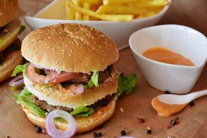 ¿Vives en una zona con muchos restaurantes de comida rápida? Tienes más riesgo de infarto