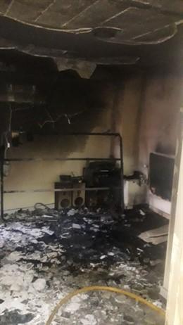 Imagen del interior del piso incendiado en Porto Cristo.