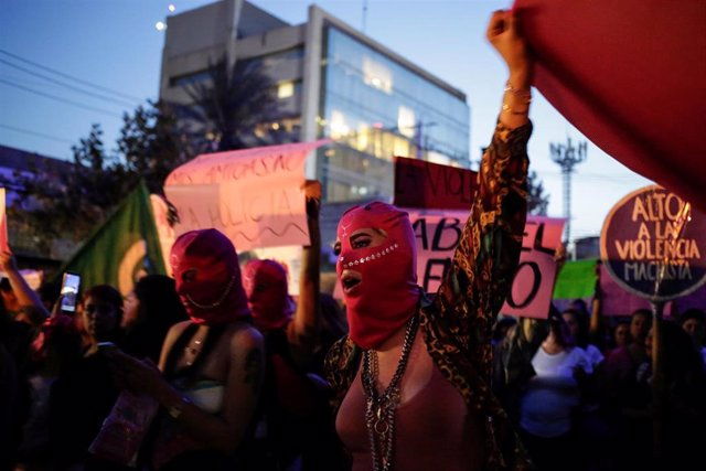 Marcha feminista contra la Policía en México