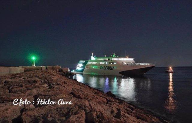 Imagen del buque de Balearia encallado en Denia.