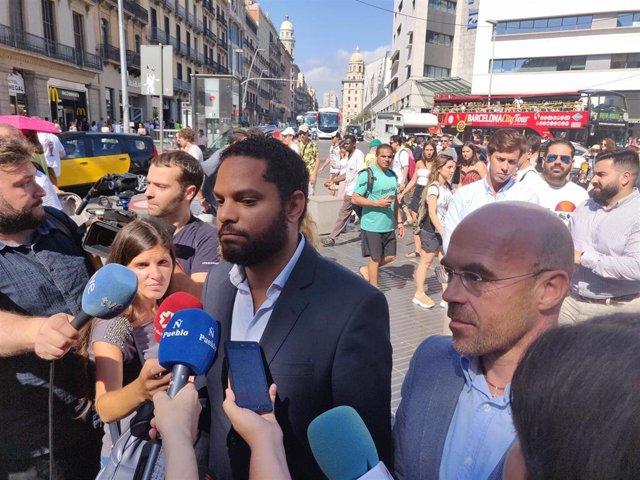 El diputado de Vox en el Congreso por Barcelona, Ignacio Garriga, y el eurodiputado del partido, Jorge Buxadé.