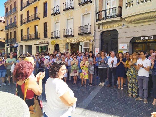 Asistentes a la concentración en repulsa de la violencia machista en Palencia.