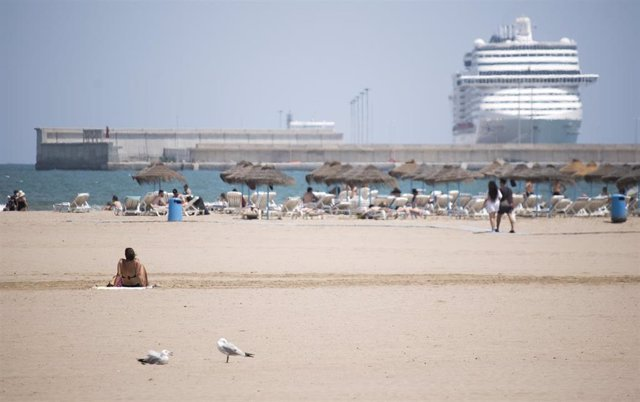 Playa de la Malva-rosa (Valencia). Archivo