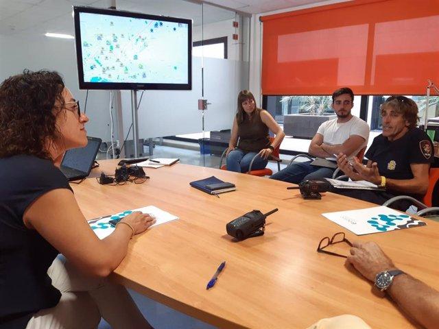 Reunió entre la regidora de Seguretat Ciutadana de Palma, Joana Maria Adrover, i el director gerent de l'Entitat Pública Empresarial de Telecomunicacions i Innovació de Balears (Ibetec), Bartomeu Tugores.