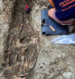 Descobreixen un nou tram de muralla del segle XII que formava part del primer castell de Sant Iscle de Vidreres (ACN)