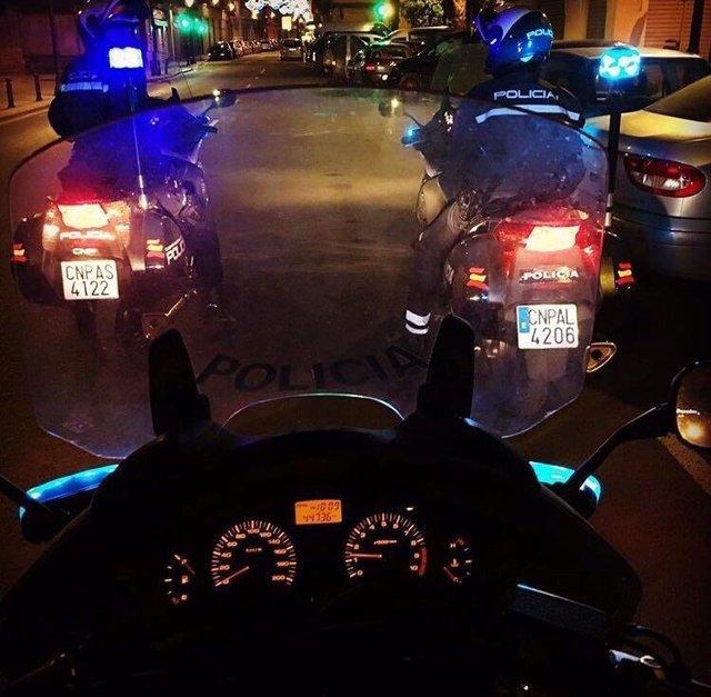 """Nota De Prensa: """"La Policía Nacional Detiene In Fraganti Durante La Noche Buena A Cinco Personas Tras Robar Tres Domicilios En Elche Y Forzar Varios Vehículos En Alicante""""."""
