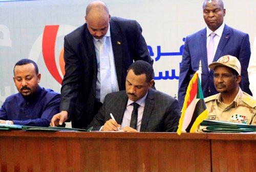 Firma del acuerdo en Sudán para abrir paso a una transición democrática