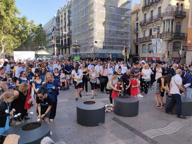 Homenaje a las víctimas del 17A en La Rambla de Barcelona