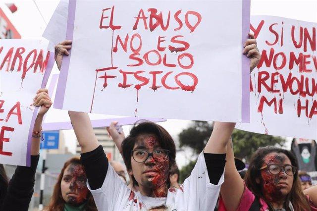 Protesta contra la violencia machista en Lima (Perú)