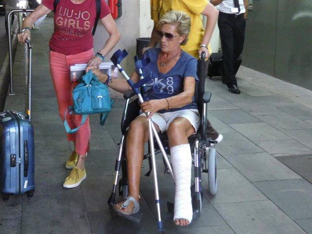 Chelo García Cortés sonríe, pese a ir en silla de ruedas, gracias a los cuidados de Marta Roca