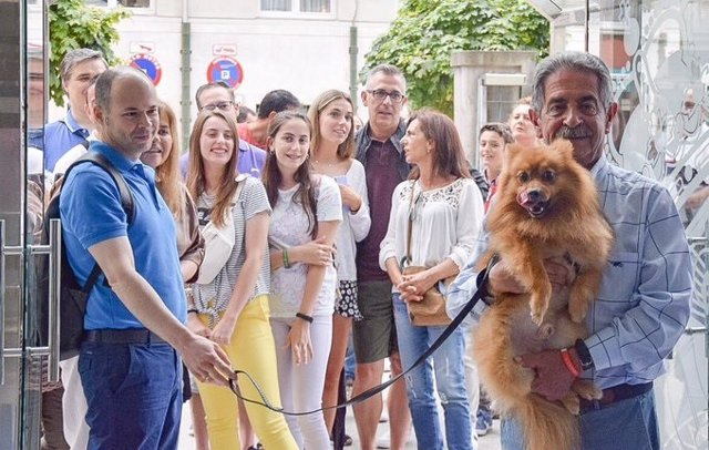 Revilla ha vuelto a recibir hoy a turistas de toda España en el Gobierno