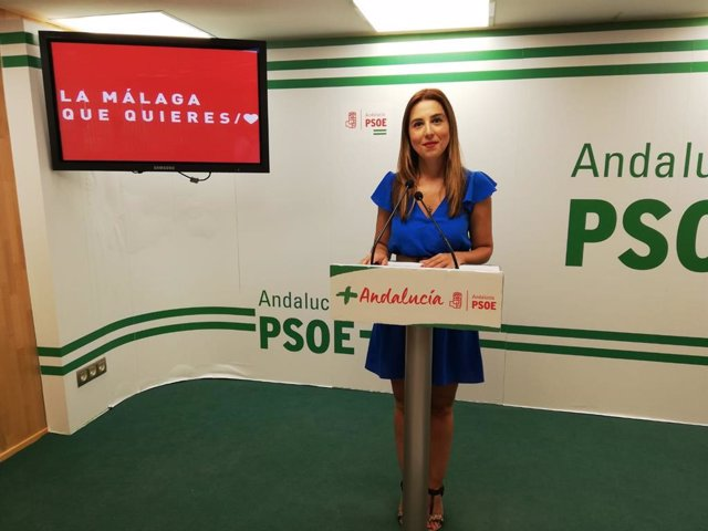 La secretaria de Políticas Migratorias y Andaluces en el Exterior del PSOE de Andalucía, Beatriz Rubiño, en rueda de prensa.