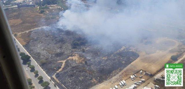 Incendio declarado junto al polígono industrial Guadalhorce en Málaga capital.