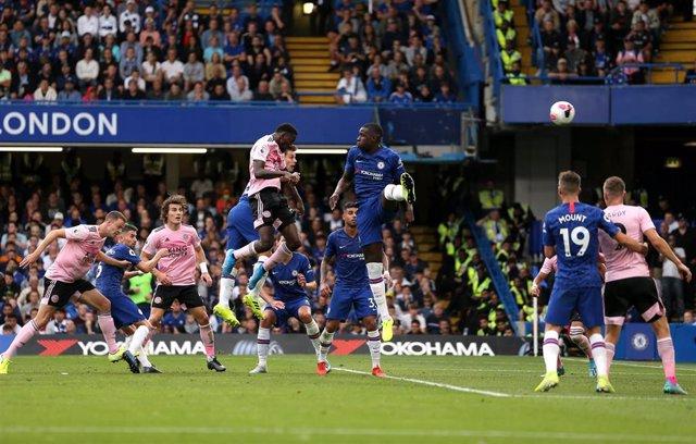 Ndidi marca para el Leicester