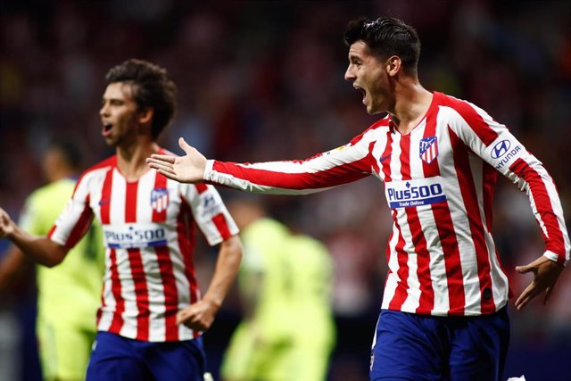 Alvaro Morata y Joao Felix celebran el 1-0 del Atlético ante el Getafe.
