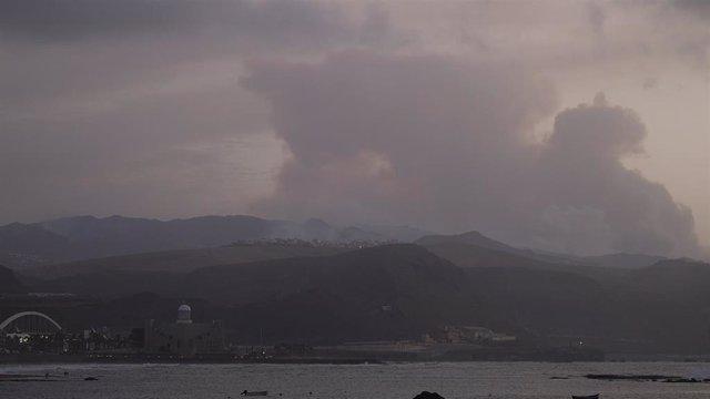 Incendio de Valleseco visto desde Las Palmas de Gran Canaria