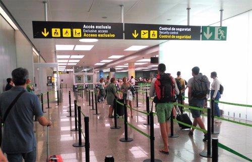 Filtro de seguridad de la T2 en el Aeropuerto de Barcelona