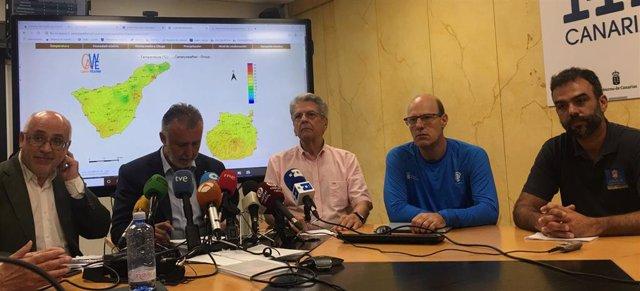 Antonio Morales, Ángel Víctor Torres, Julio Pérez, Florencio López y Federico Grillo en rueda de prensa sobre incendios en Gran Canaria