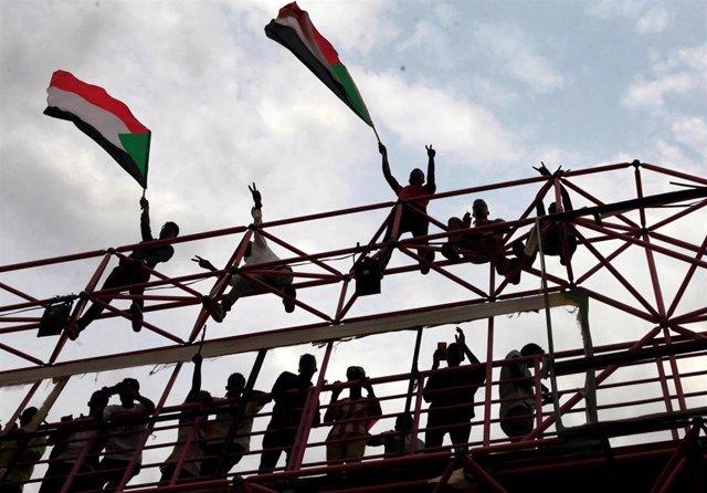 Celebraciones en Jartum de la firma del acuerdo para repartir el poder
