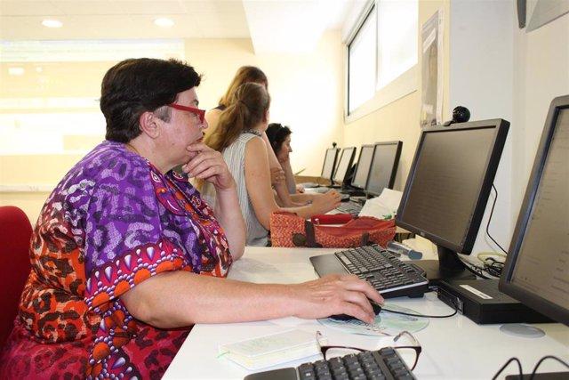Los centros Guadalinfo programan en agosto más de 1.500 propuestas para iniciar o ampliar habilidades digitales