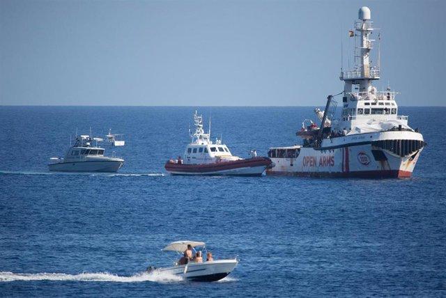 Barco 'Open Arms' frente a Lampedusa