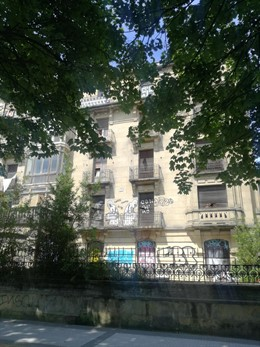 Edificio ocupado en la calle Moraza de San Sebastián