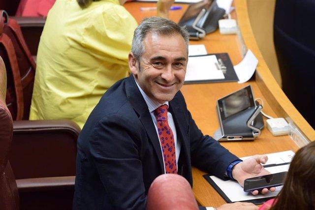 El portavoz de Infraestructuras del PP en Les Corts, Miguel Barrachina