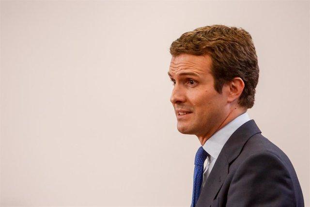 El presidente del PP Pablo Casado, en la rueda de prensa tras reunirse en el Congreso con el presidente del Gobierno Pedro Sánchez de cara a la investidura.
