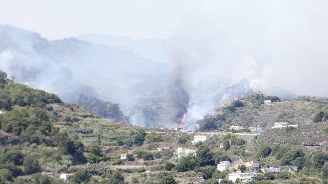 Incendio en el pueblo canario de Valleseco