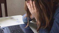 La meitat dels pares espanyols tem que els seus fills puguin patir ciberassetjament (PIXABAY/CC/RIALA - Archivo)