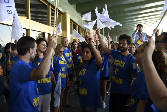 Els sindicats protesten en l'Aeroport de Madrid-Barajas Adolfo Suárez durant la vaga de Ryanair del dimecres 25 de juliol